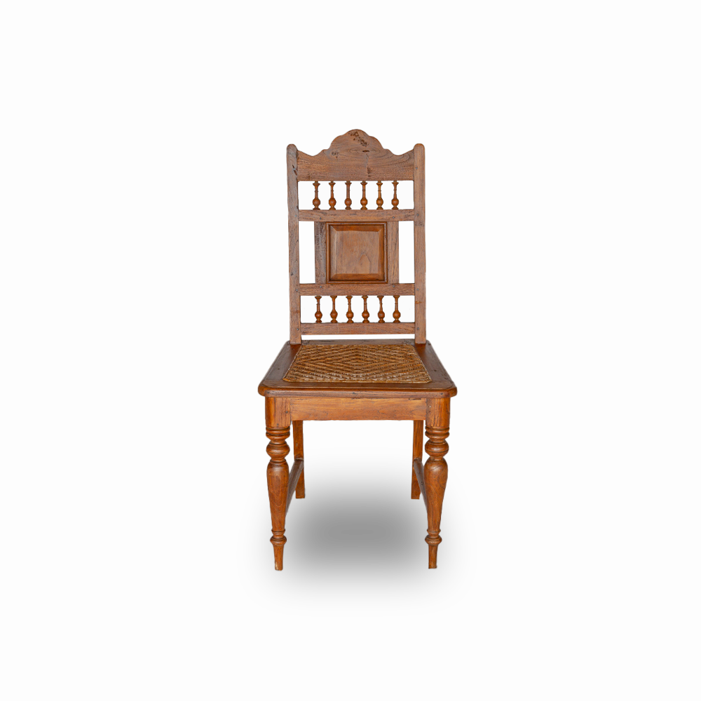 Sedia antica in legno di teak con seduta in rattan intrecciato