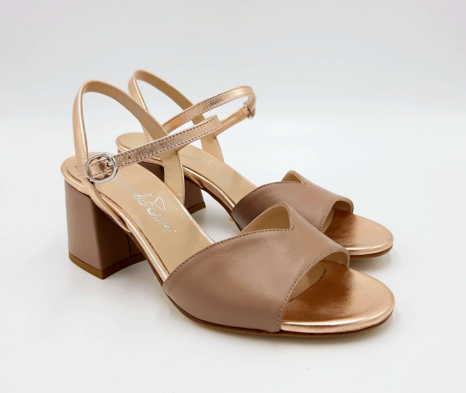 Sandalo in pelle nude tacco largo Emanuela Passeri