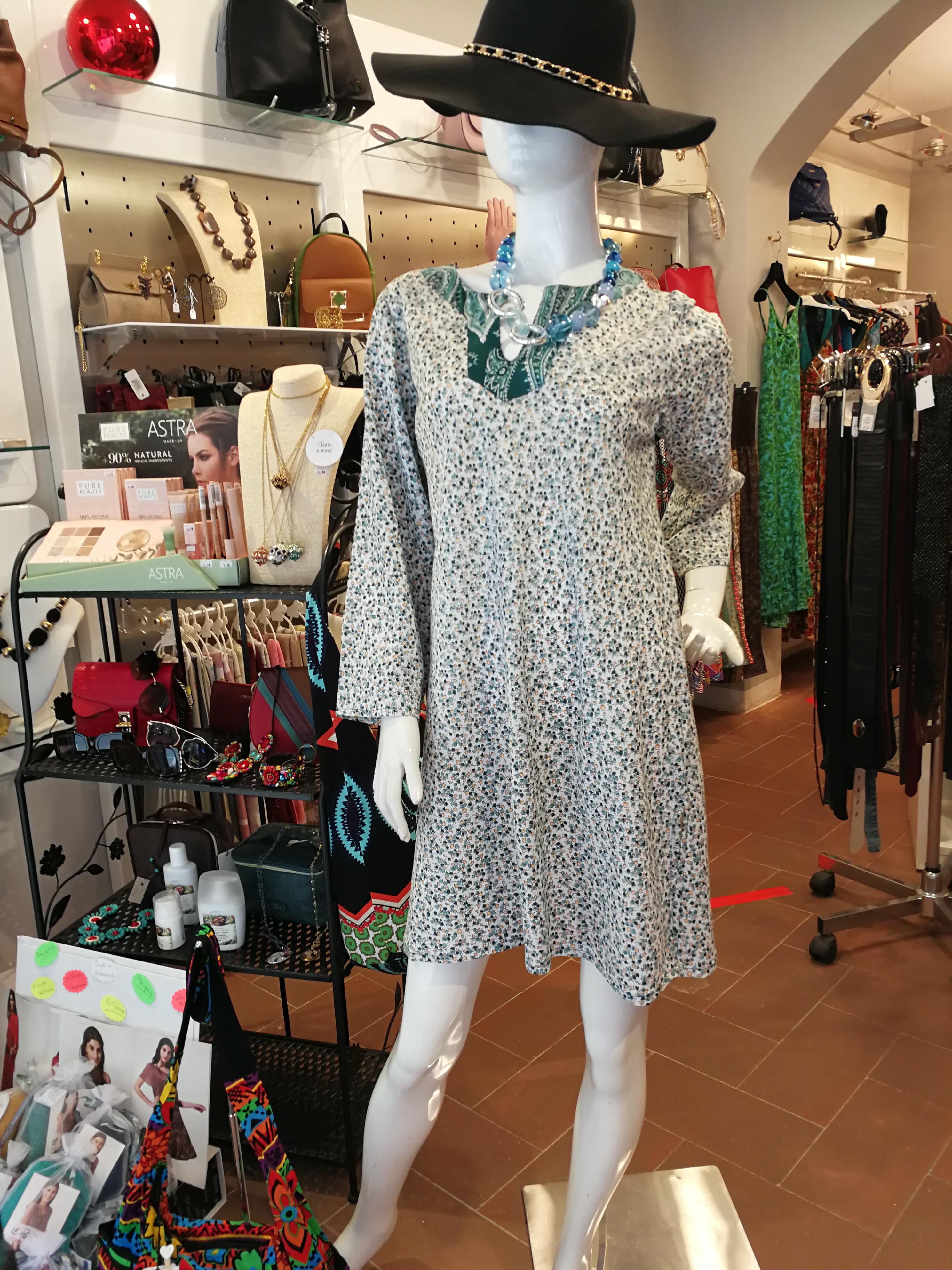 Vestito corto scollo a V. Abbigliamento donna online