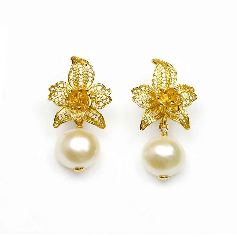 Orecchini pendenti in argento con orchidea in filigrana e perla d'acqua dolce