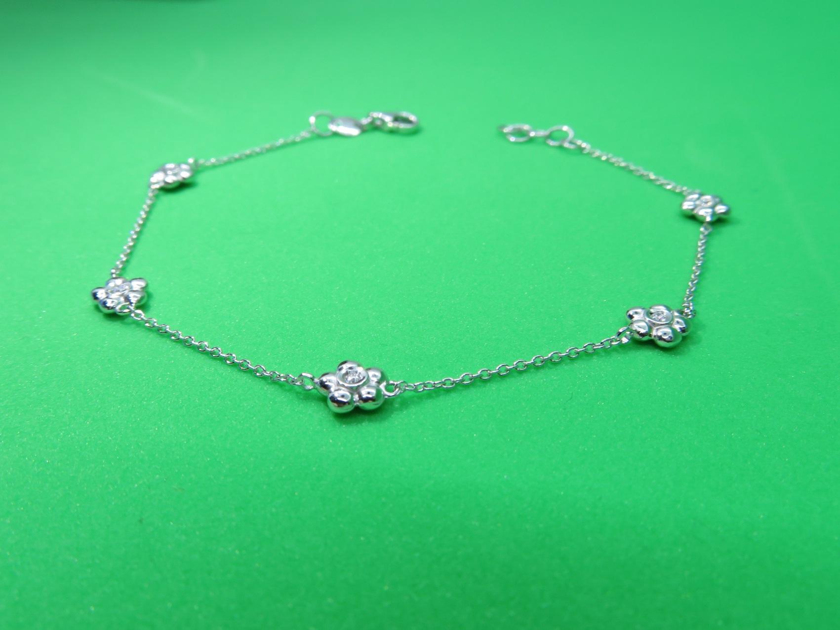 Bracciale in Oro bianco 18 kt con fiori in Diamanti