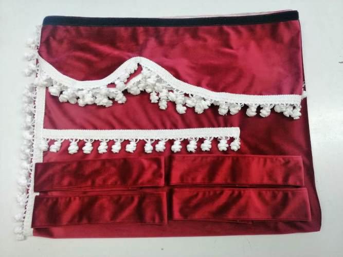 Tende colore rosso con frange bianche