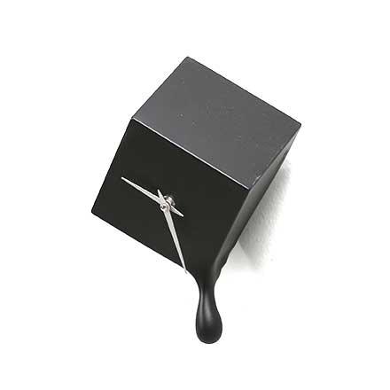 Orologio da parete Skubo in resina nera opaca con goccia fatto a mano in Italia