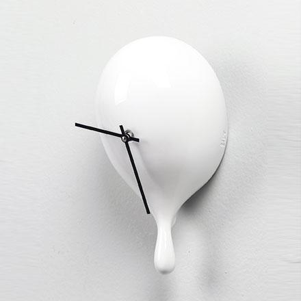 Orologio da parete Sgoccia in resina bianca lucida con goccia 100% Made in Italy