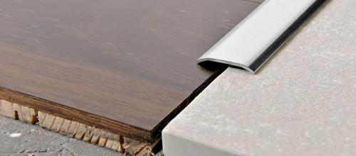 Profilo Adesivo piatto in Acciaio Inox Lucido - LARGHEZZA: 8,0cm - ALTEZZA: 93cm