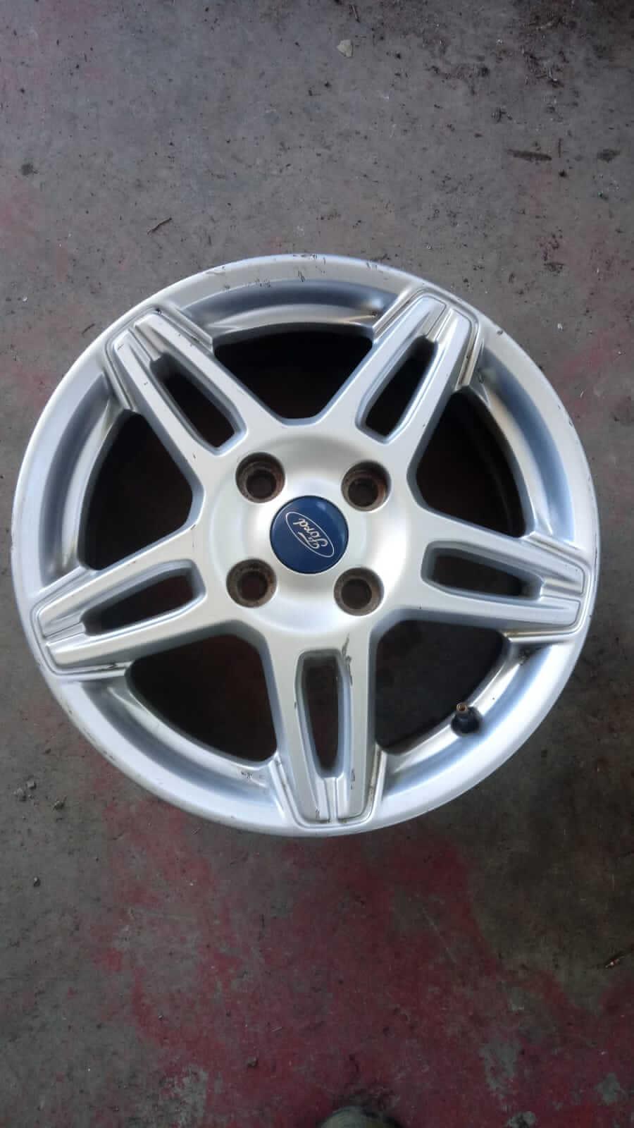 Cerchio in lega usato Ford Fiesta dm 15