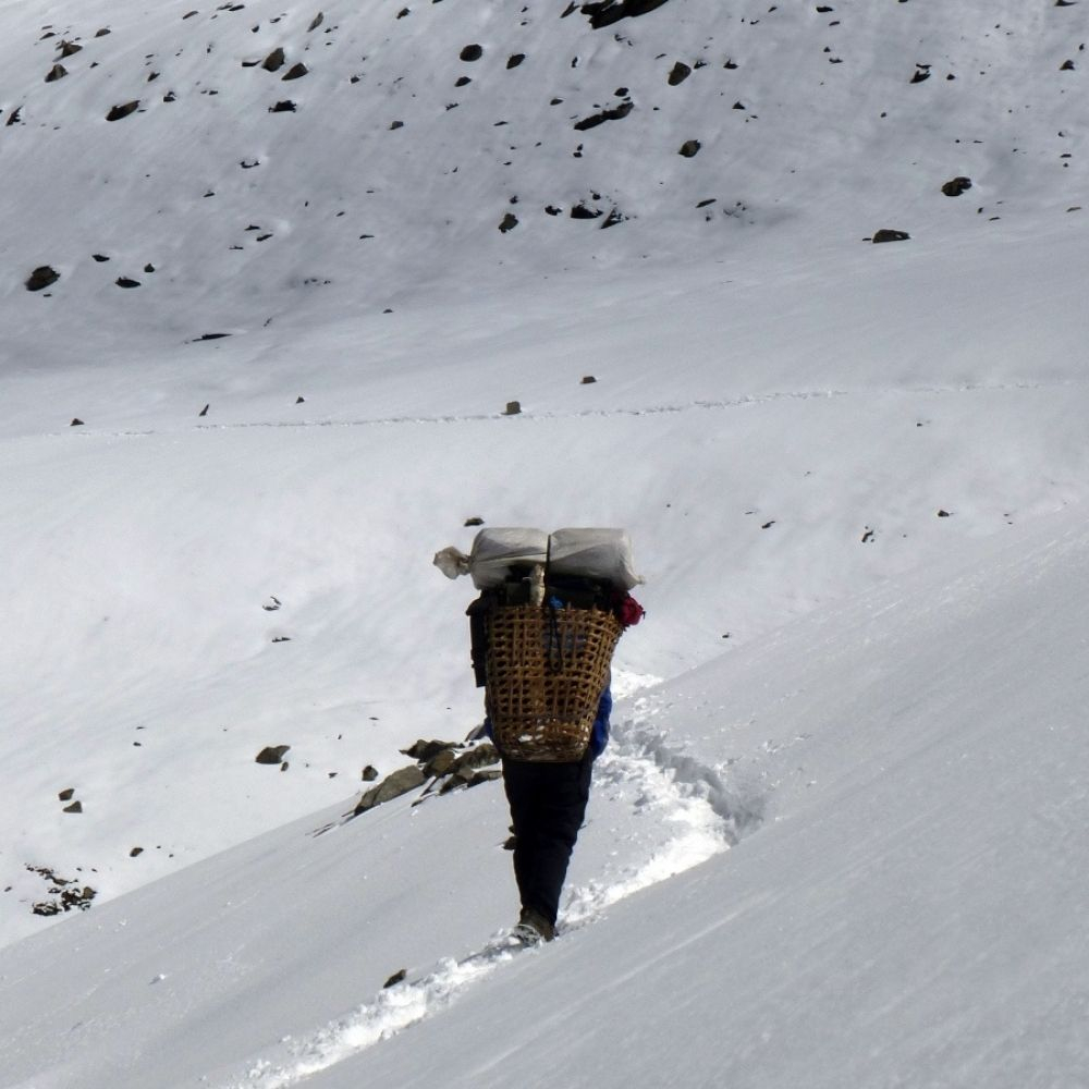 Garmont - Barefoot in the Himalayan mountains