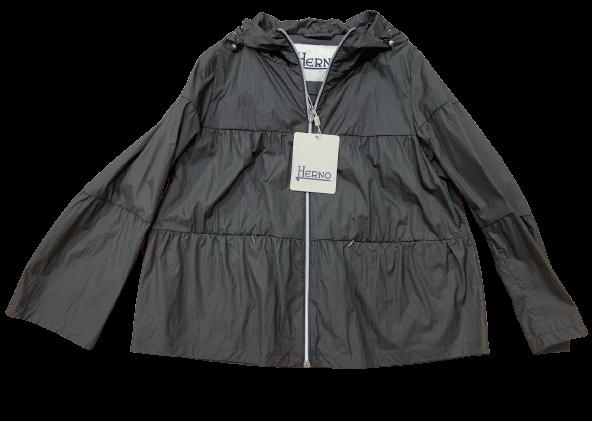 Herno giacca in nylon, con effetto lavato del tessuto.
