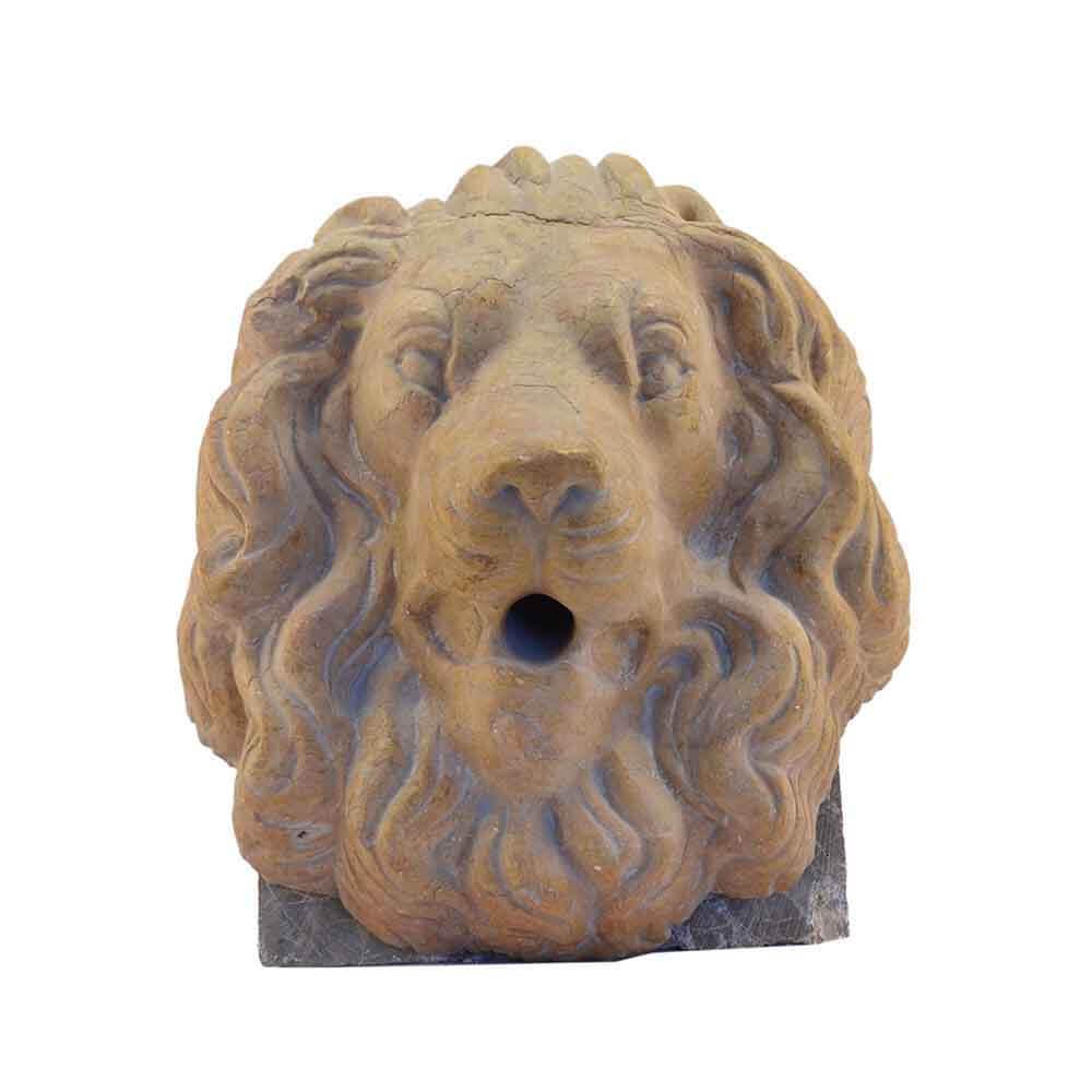 Leone per fontana in marmo Giallo Reale scolpito a mano