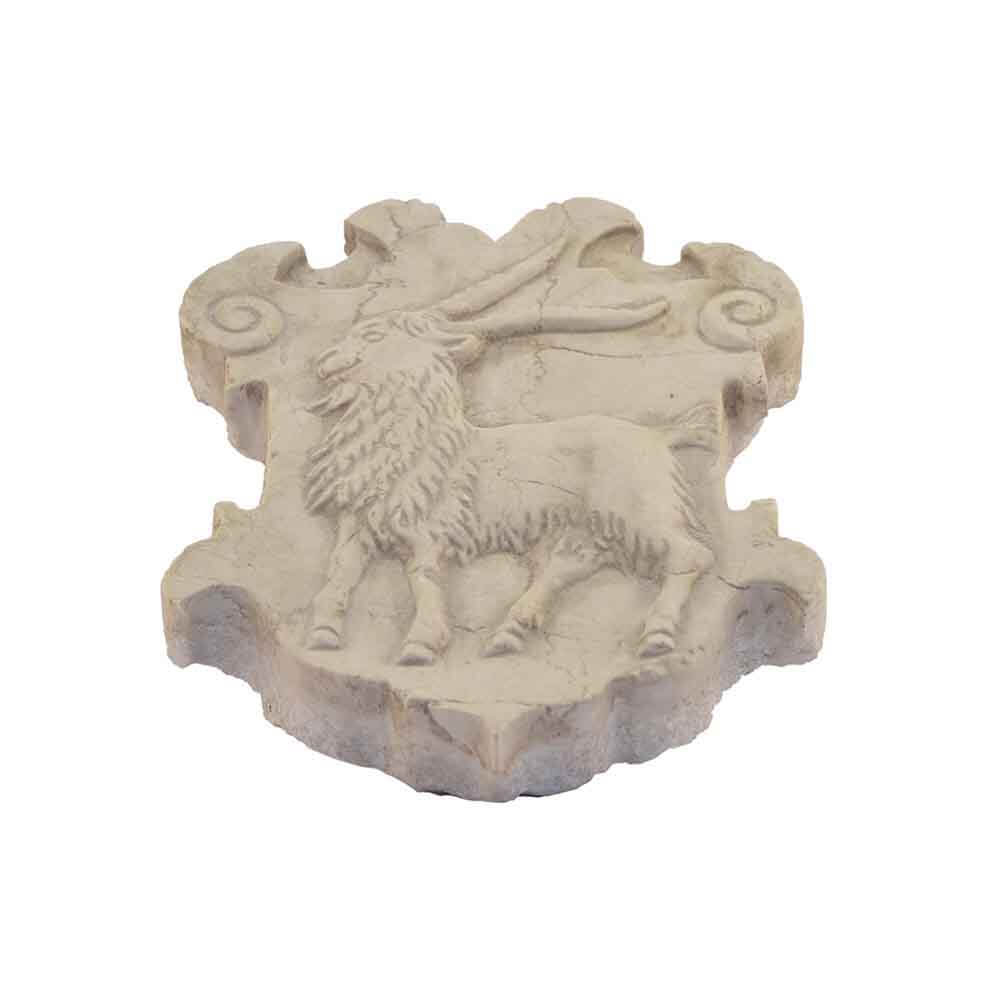 Stemma in bassorilievo in marmo Giallo d'Istria scolpito a mano
