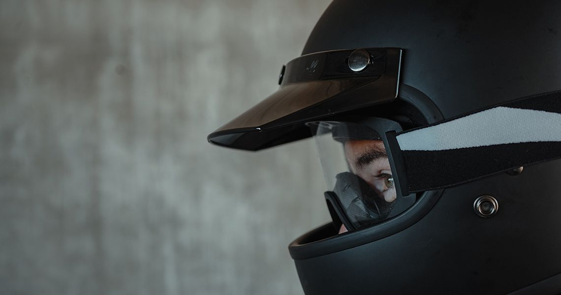 Come pulire il casco da moto