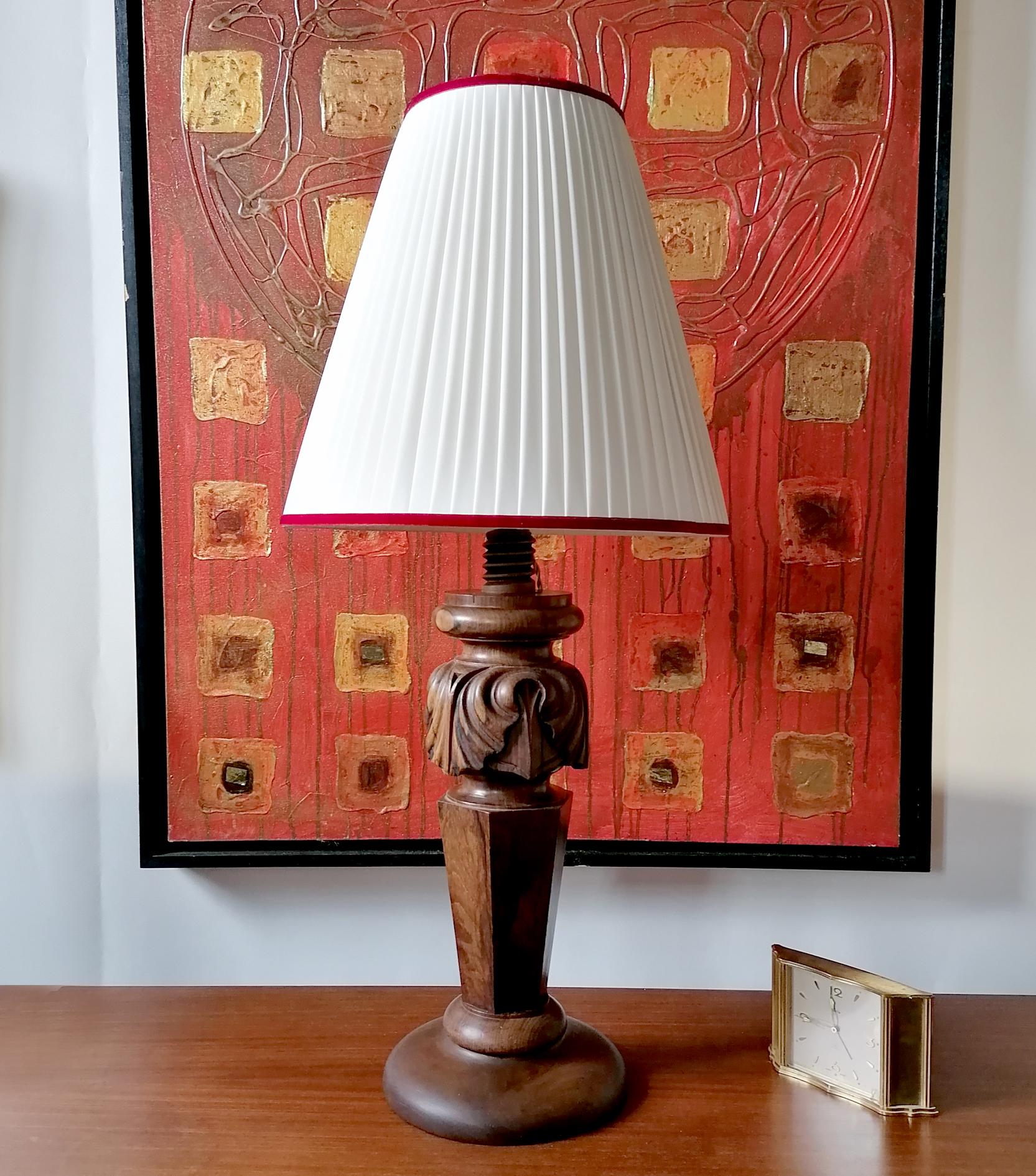 Lampada artigianale in legno