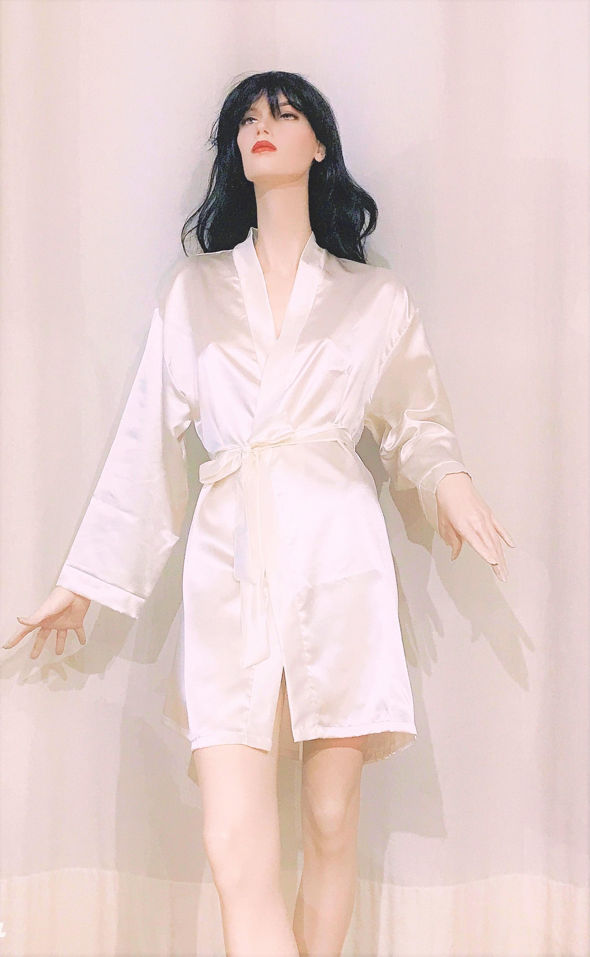 Kimono corto in raso.