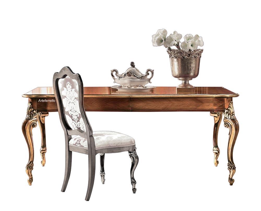 Rechteckiger Tisch