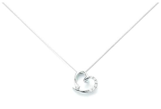 Girocollo Yukiko in oro bianco 18kt e diamanticon ciondolo a cuore