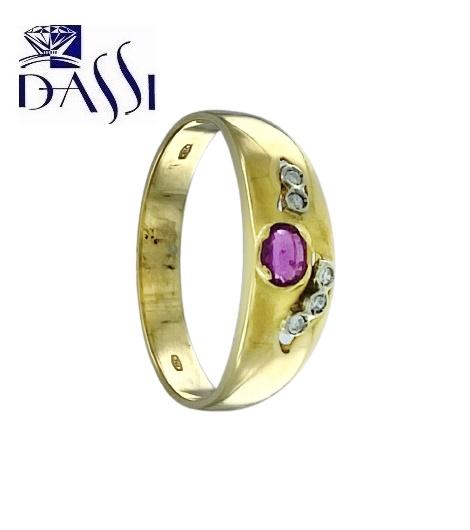 Anello a fascia in oro giallo 18kt con diamanti e rubino.