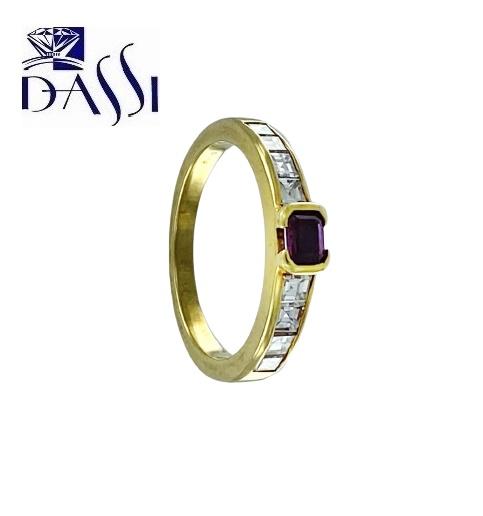 Anello in oro giallo 18kt con diamanti e rubino