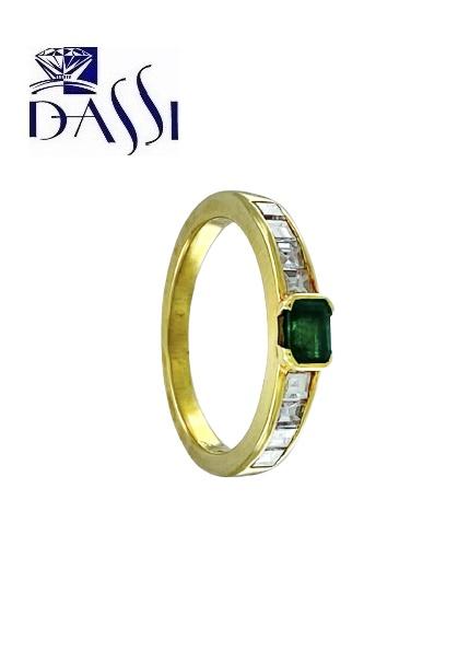 Anello in oro giallo 18kt con diamanti e smeraldo