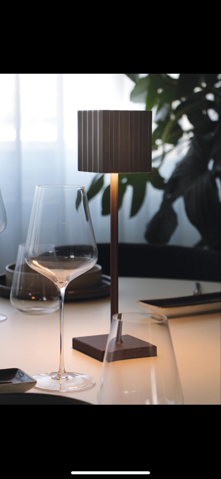 LAMPADA LED RICARICARICABILE MODELLO CUPCAKE