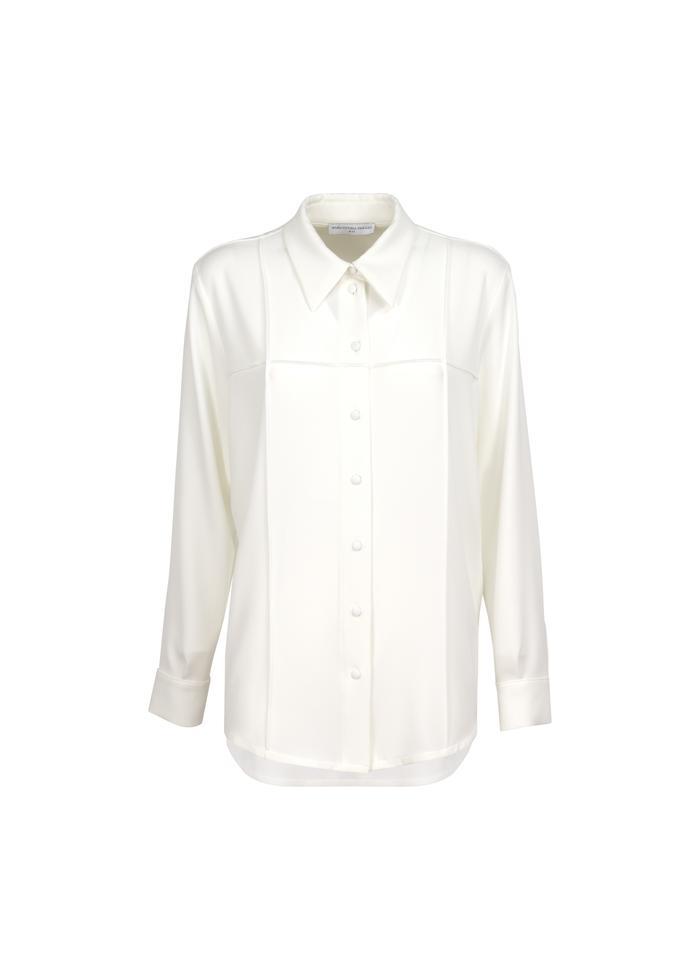 Camicia bianca con cuciture delineate di Maria Vittoria Paolillo