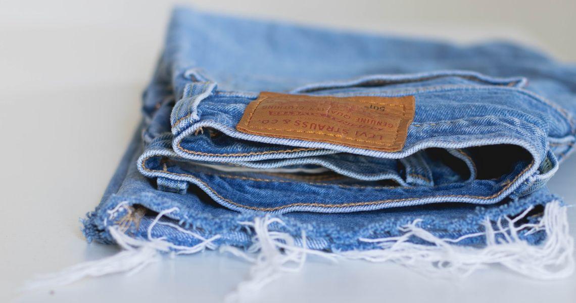 Come riutilizzare vecchi jeans grazie al riciclo creativo