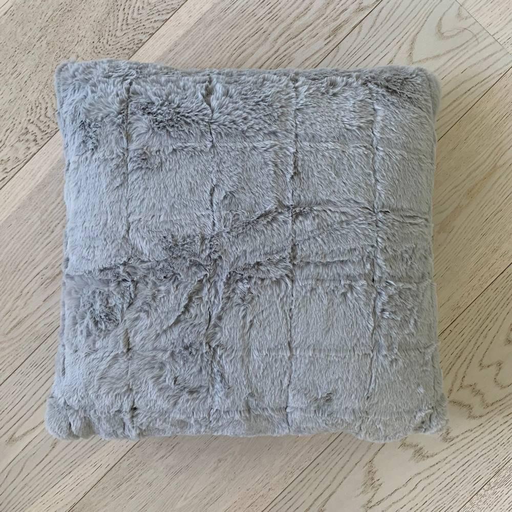 Federa in pelliccia ecologica grigia 50 x 50