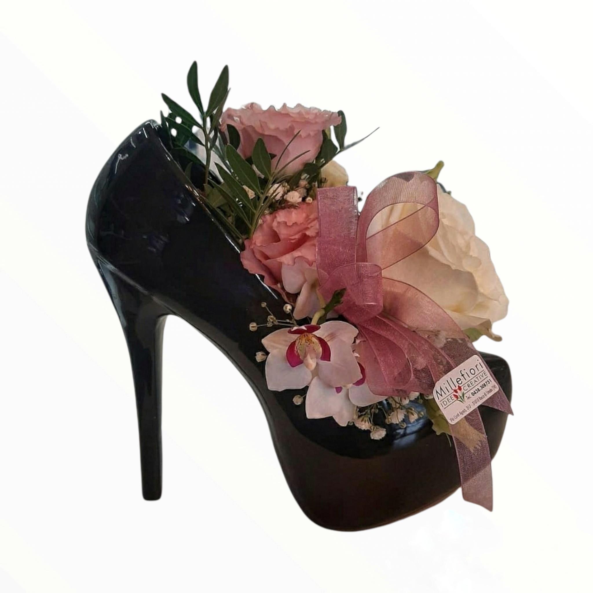 Scarpa 《tacco15》nera con rose stabilizzate rosse