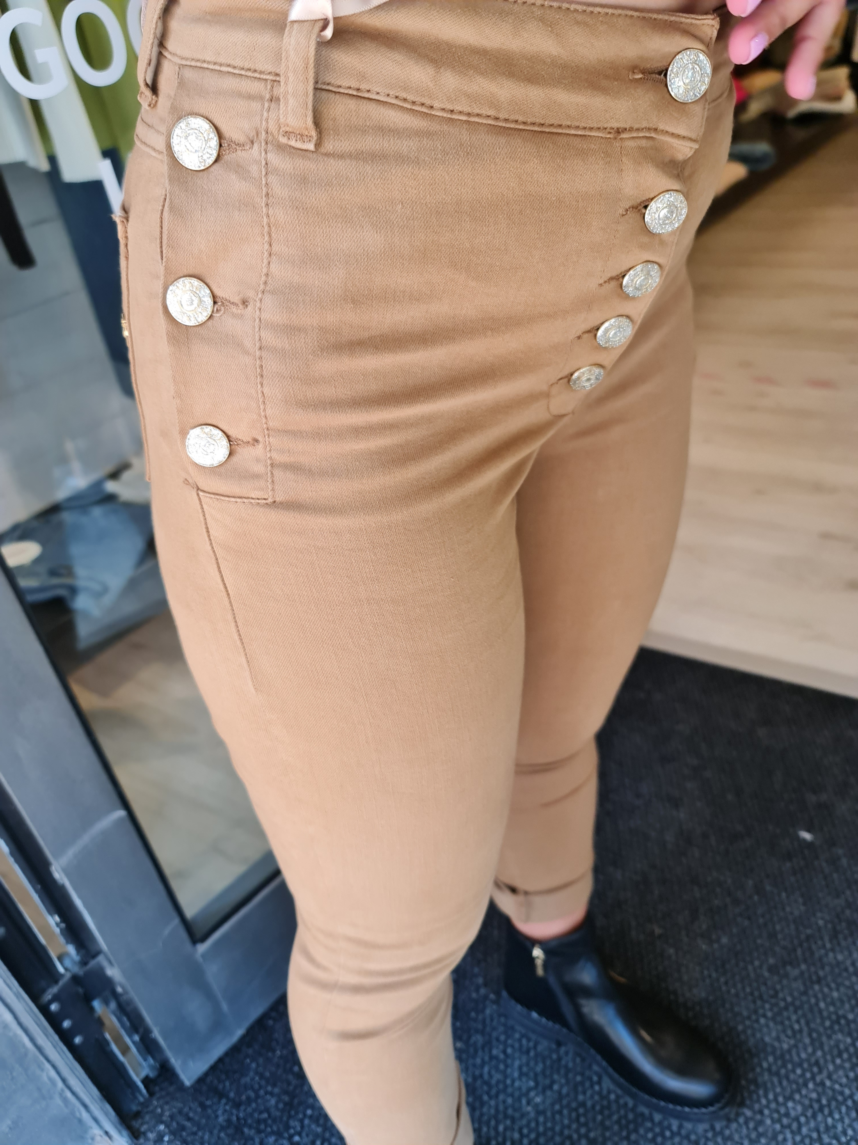 Pantalone vita alta bottoni