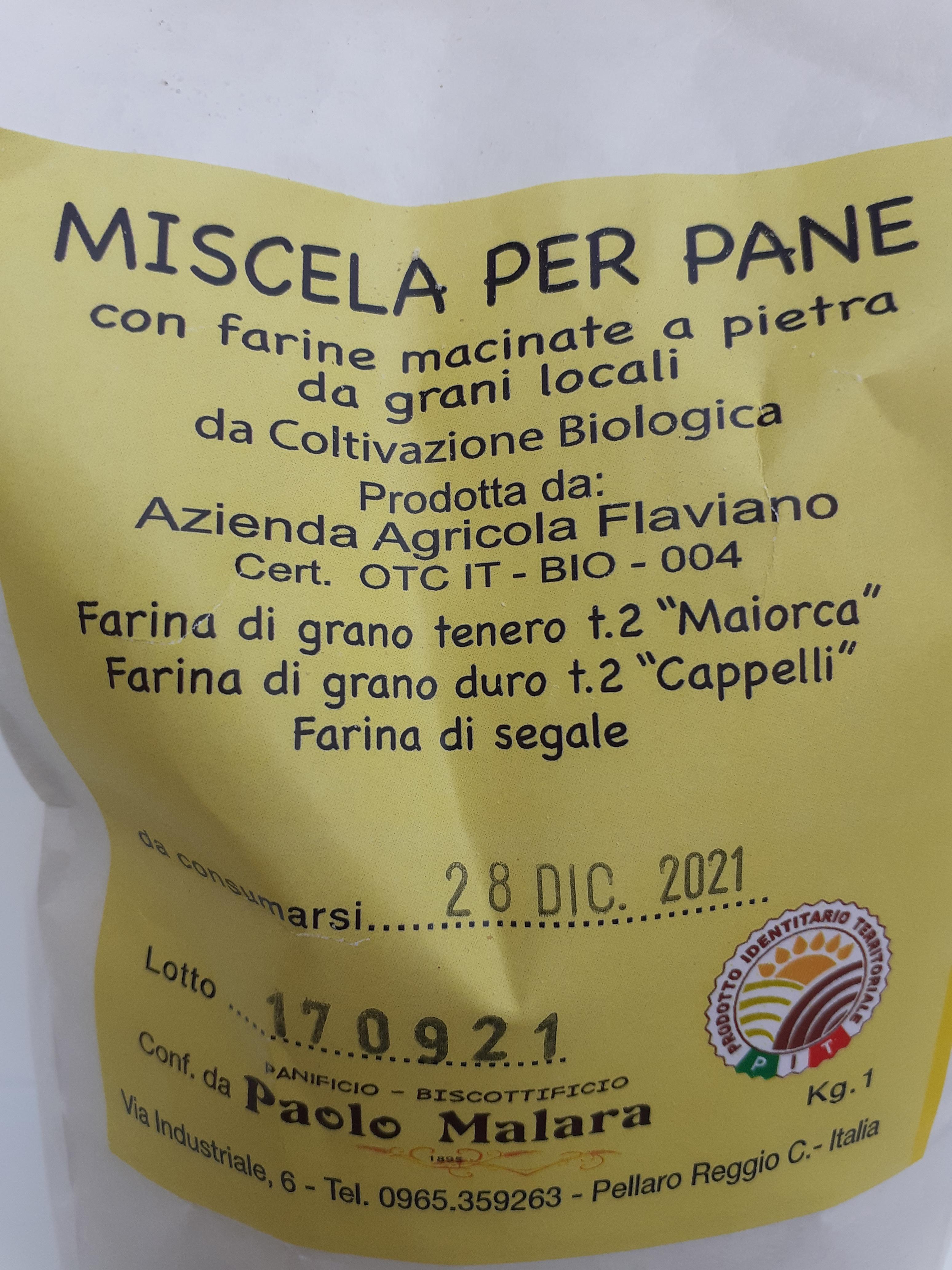 Miscela per pane bio con farine macinate a pietra da grani locali , farina di grano tenero t2