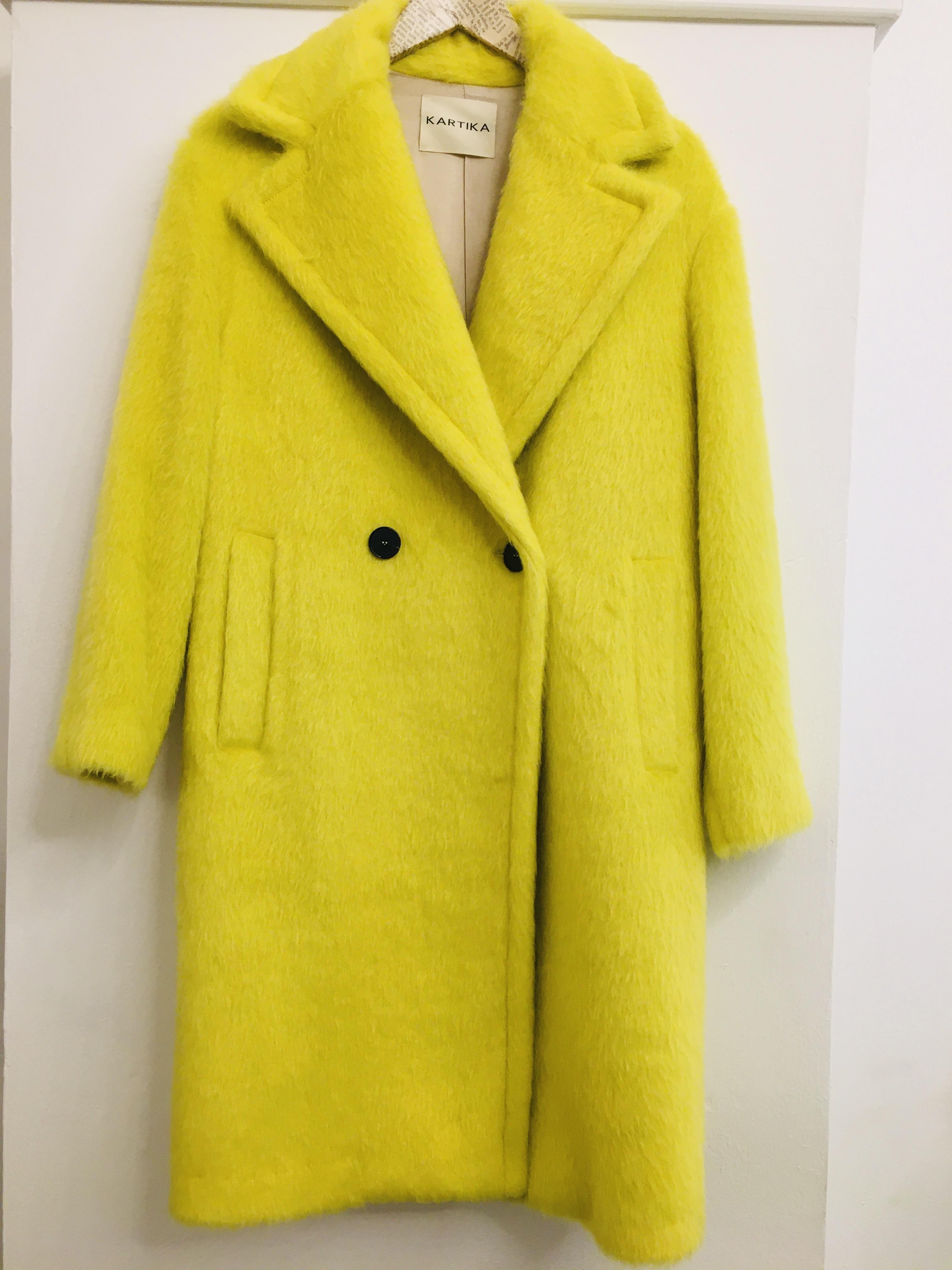 Cappotto donna| cappotto in lana| giallo fluo| con chiusura doppiopetto| con due tasche frontali| made in Italy