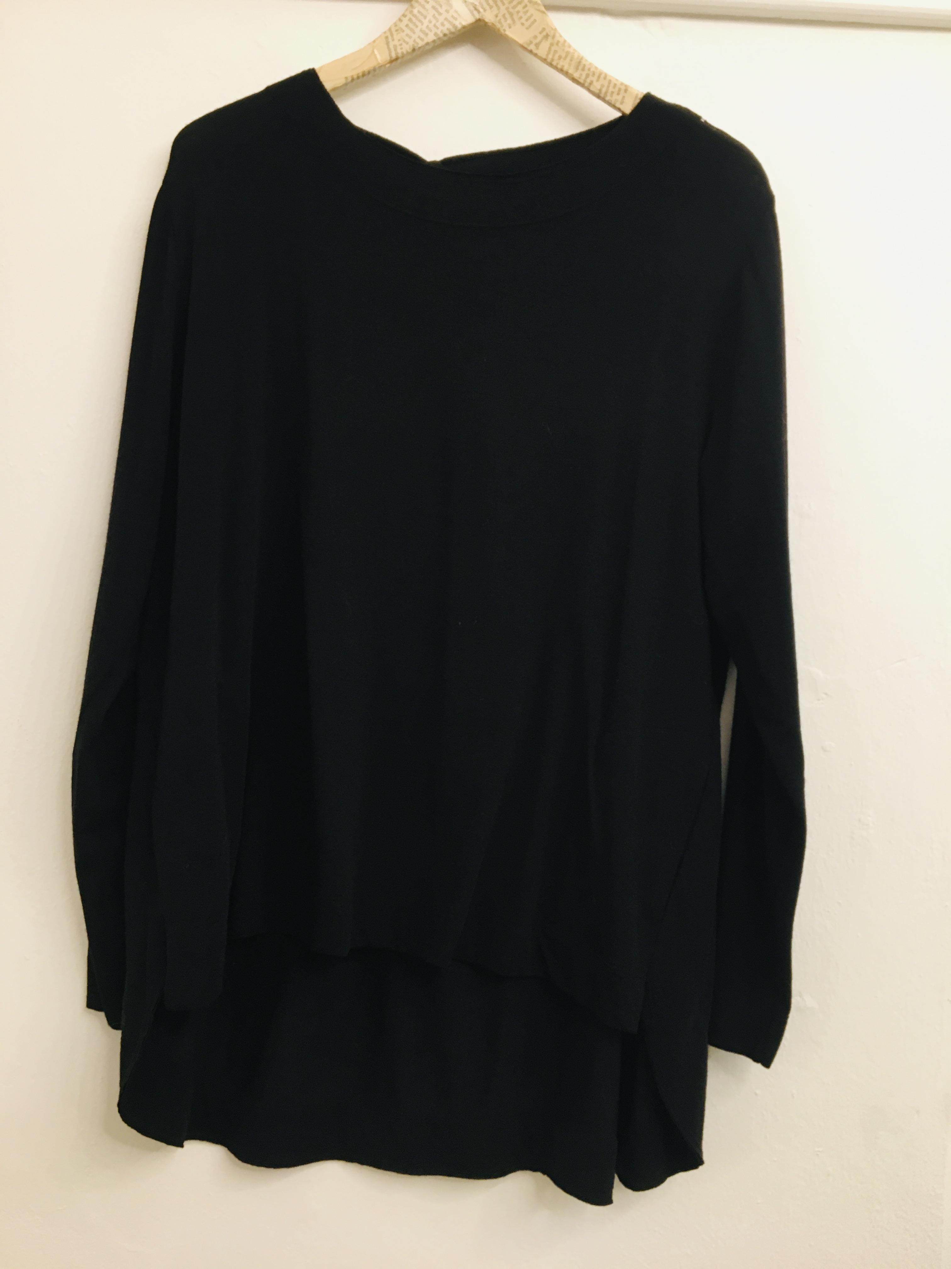 maglia donna  in lana leggera  nera collo tondo  con tasche  manica lunga  made in Italy