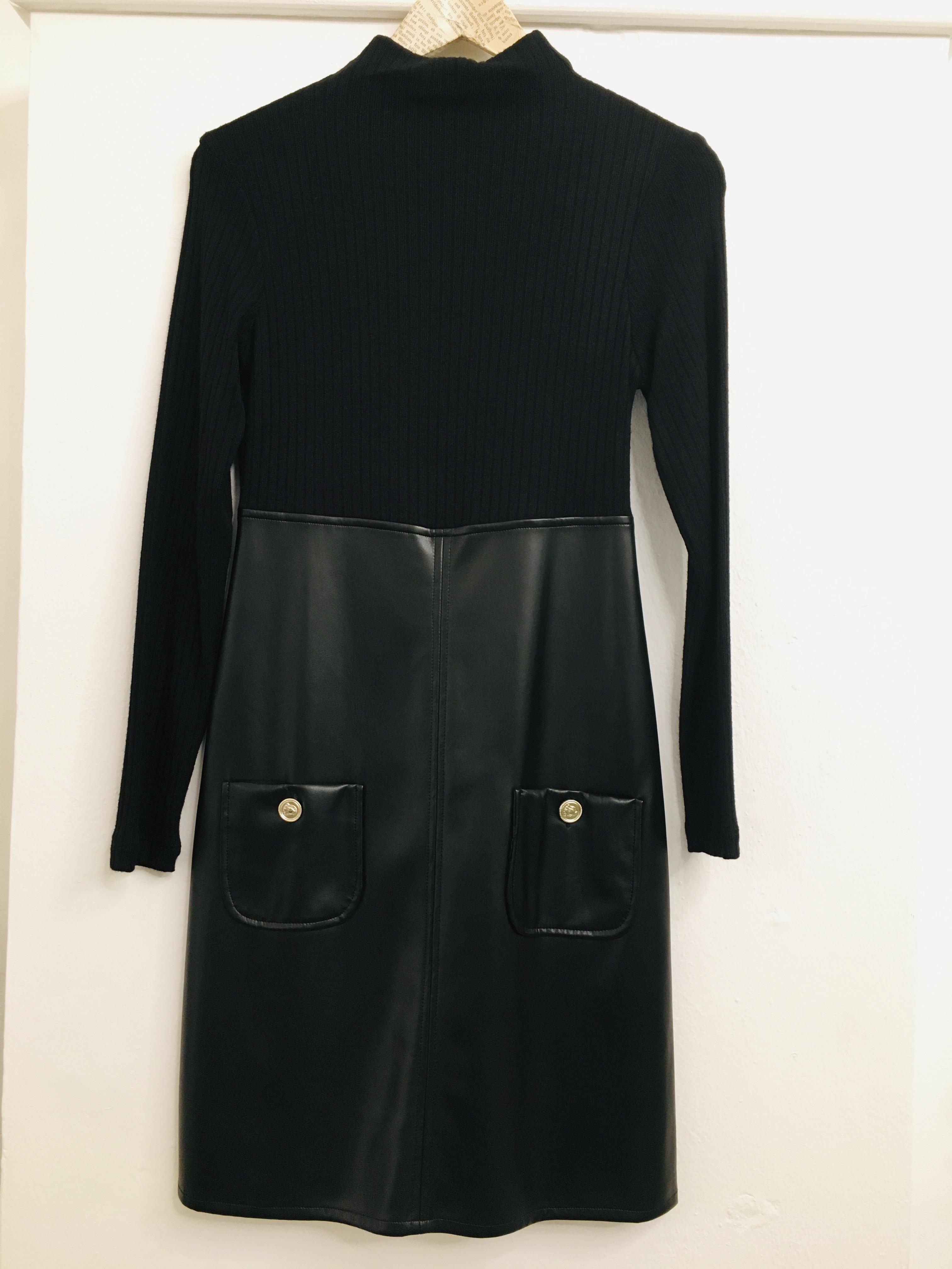 Abito donna| in lana ed ecopelle| nero| con taschine| collo a lupetto| manica lunga| made in Italy