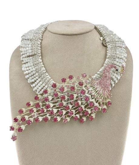 Girocollo con cristalli bianchi, trasparenti e rosa di Damiana Fiorentini.