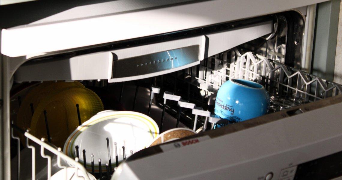 Come scegliere una lavastoviglie: migliori caratteristiche e cosa sapere
