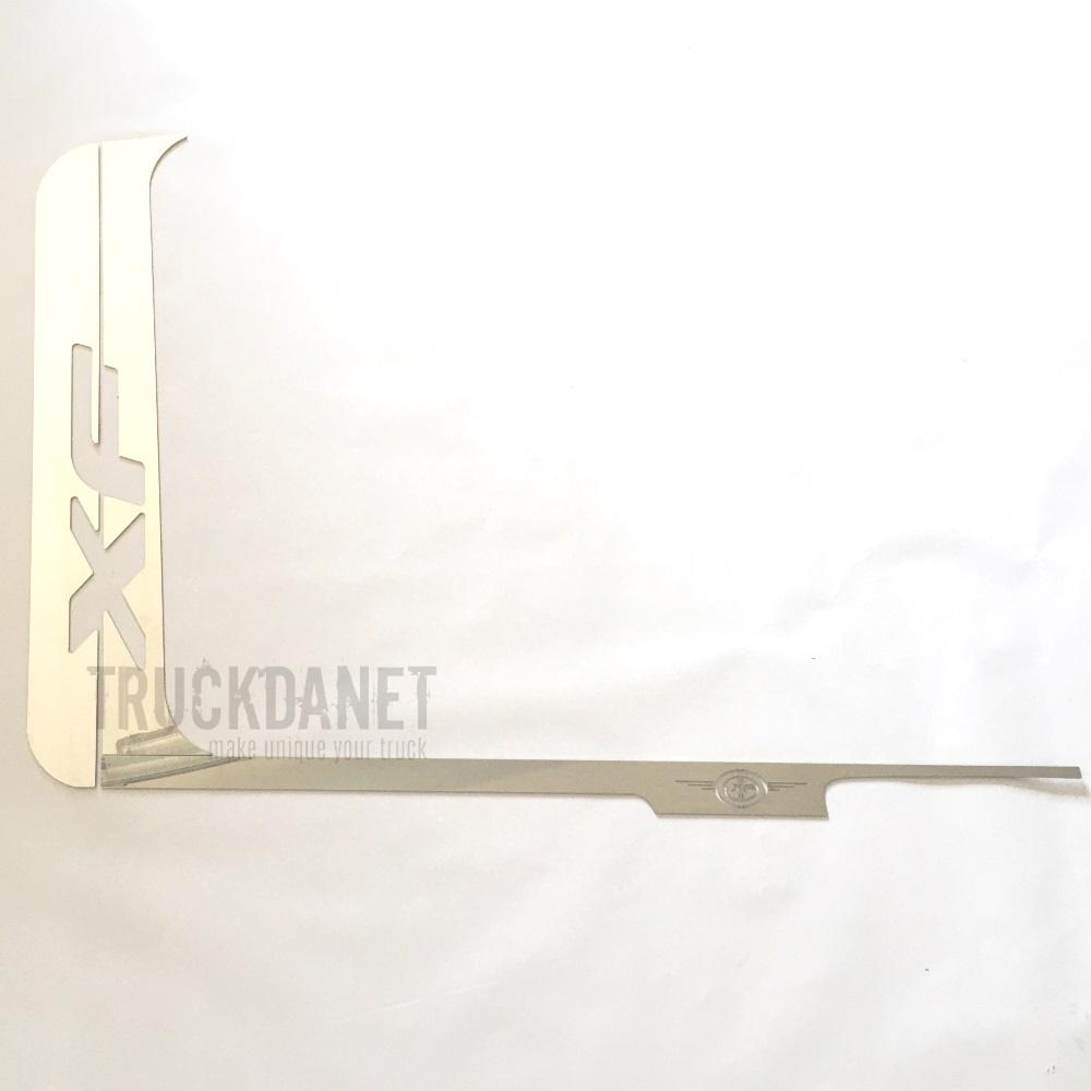 Piantoni portiera con scritta XF in acciaio inox, ideati per DAF XF 106 EURO 6 - 2017